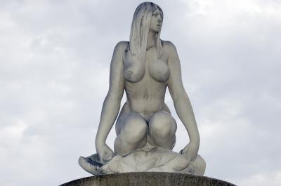 Skulptur Frau - Ungarn