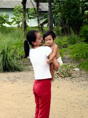 Thailanderin mit dem Kind